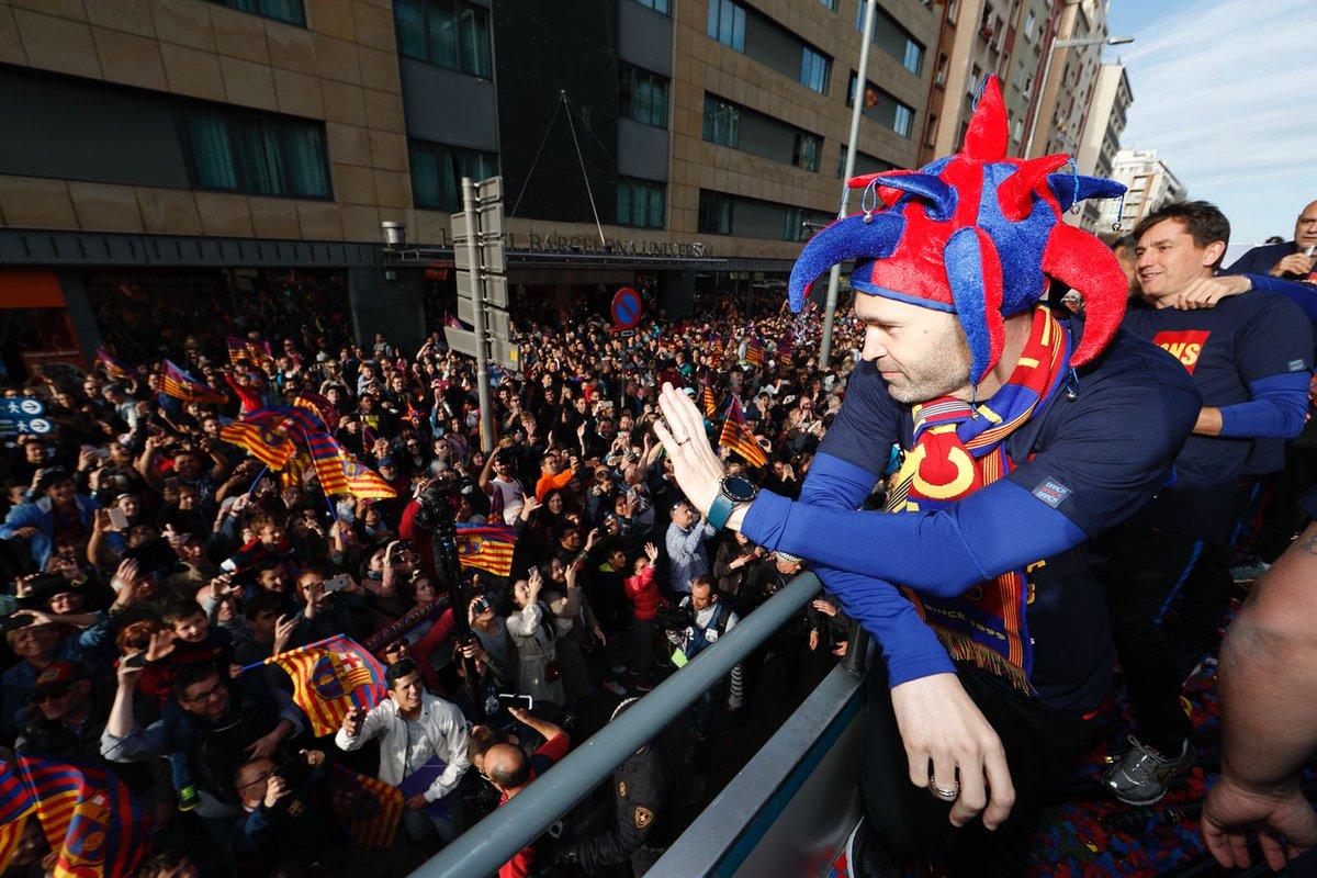 شهر بارسلون-لالیگا-کوپا دل ری-جشن قهرمانی در خیابان-اسپانیا-ارنستو والورده-لیونل مسی