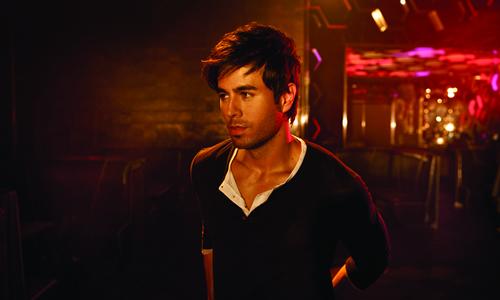 دانلود آهنگ زیبای Enrique Iglesias - Ring My Bells | طرفداری