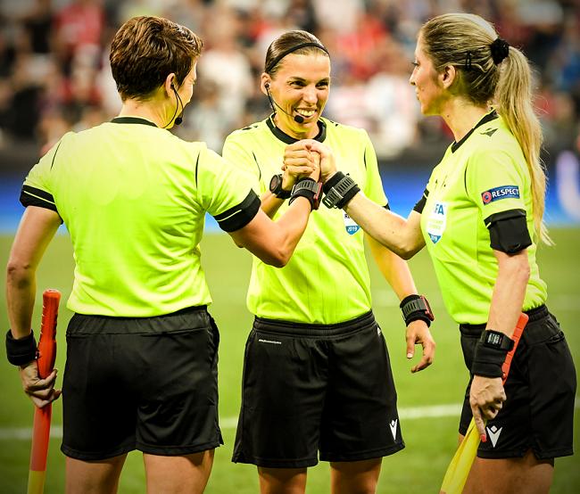 Liverpool-Chelsea-داور زن-سوپرکاپ اروپا-UEFA Super Cup-فرانسه
