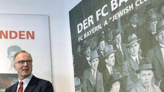 کارل هاینتس رومنیگه، رئیس باشگاه بایرن مونیخ، در نمایشگاه یهودی ها در فوتبال آلمان و اف.سی.بایرن در سال 2015